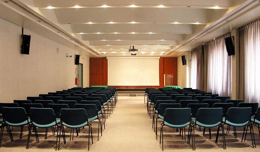 Gestione e manutenzione impianti audio / video per sale conferenze